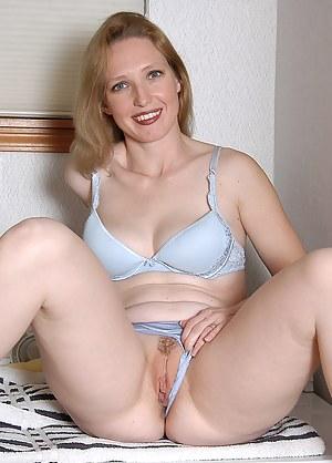 Female midget biceps