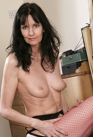 Moms Fishnet Porn Pictures